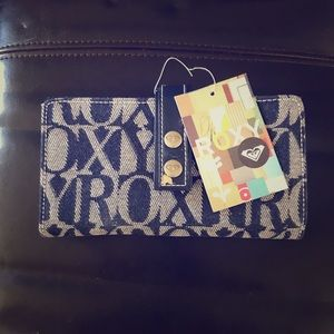 NWT: Roxy designs out front & blue inside: RARE
